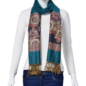 Scarf with Thread Fringes Green Floral Pattern